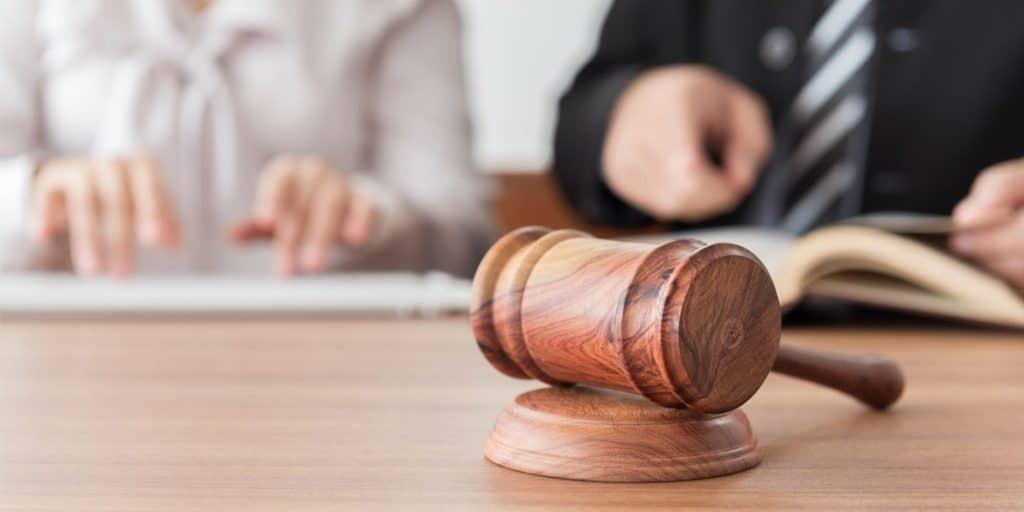Dispute-Resolution-judge-gavel-lawyers-having-team-meeting-1024x512.jpg