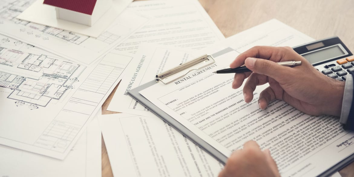Valuation-tenant-reviewing-rental-agreement-table-real.jpg